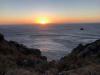 Langzaam zien we de zon in de zee zakken