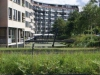 We passeren het appartementencomplex waar Robert en Mascha wonen, en waar we zaterdag gegeten hebben