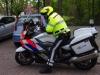 Hij begeleidt de burgemeester naar Amsterdam, waar hij in minder dan een half uur moet zijn