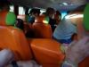 Het te kleine, tot op de draad toe versleten minibusje met 15 backpackers en de chauffeur