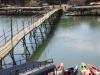 Loop- en fietsbrug over de Nam Song River