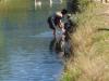 Het dorp ligt aan het kanaal, gegraven om de rijstvelden te kunnen bevloeien en verder als douche- en wasplaats