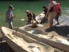 Na een verfrissende duik stappen we in de kano's