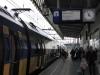 De trein naar Schiphol vertrekt om 16:04; in Eindhoven stappen we over naar Rotterdam