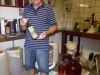 Frans Engelen showt trots zijn Stevensweerter wijn