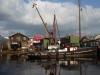 Kleine, rommelige scheepswerven langs de Nieuwe Rijn