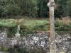 Maar het dorp heeft ook een kruis en een bron