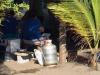 Er wordt gekookt onder de palmen