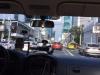 Met een taxi rijden we naar de luchthaven