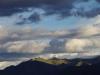 Zon en dreigende wolken boven Cusco