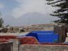 Vanaf het dak kijk je uit over Arequipa en de bergen van de Andes