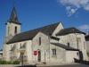 De kerk van Les Cars; iets verder zit zowaar een restaurant, waar we genieten van een kop koffie