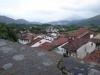 Saint-Jean Pied de Port gezien vanaf de citadel; we vragen ons af welke bergen we over moeten