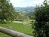 Vanaf het terras voor onze kamer hebben we een weids uitzicht op het dal