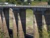 De brug over het stuwmeer