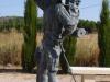 De peregrino, in brons, lest zijn dorst