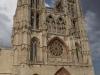 De kathedraal, € 8,- entree, peregrino's mogen voor de helft; waar is de tijd gebleven dat Jezus het voorplein van de tempel schoonveegde