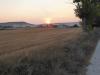 De zon is al op als we Hornillos del Camino uitlopen