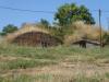 Huisjes gebouwd onder  heuvels