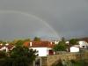 Terwijl André Hazes door de keuken schalt, giet het buiten en verschijnt een fraaie regenboog