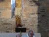 In de pré Romaanse kerk in O Cebreiro wordt de mis opgedragen