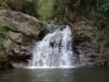 De eerste waterval voor een verfrissende duik