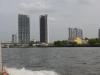 We varen over de Chao Phraya River naar het noorden van Bangkok