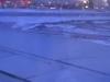 De vleugels zijn ijsvrij, de startbaan wordt sneeuwvrij gemaakt zodat we moeten uitwijken naar een andere startbaan; vertraging van 35 minuten