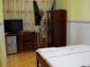 Zeer eenvoudige kamer, 5 hoog, met kingsize bed, airco en smerige douche