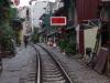 Het spoor loopt rakelings langs de huizen